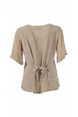Bonita blusa se desvaneció con bordado