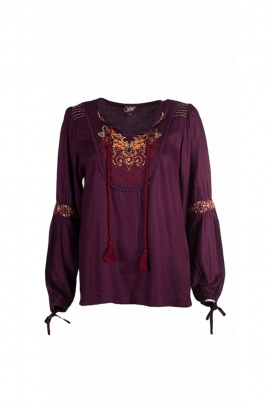 Fluid and romantic blouse, embroidery and colors, oriental style
