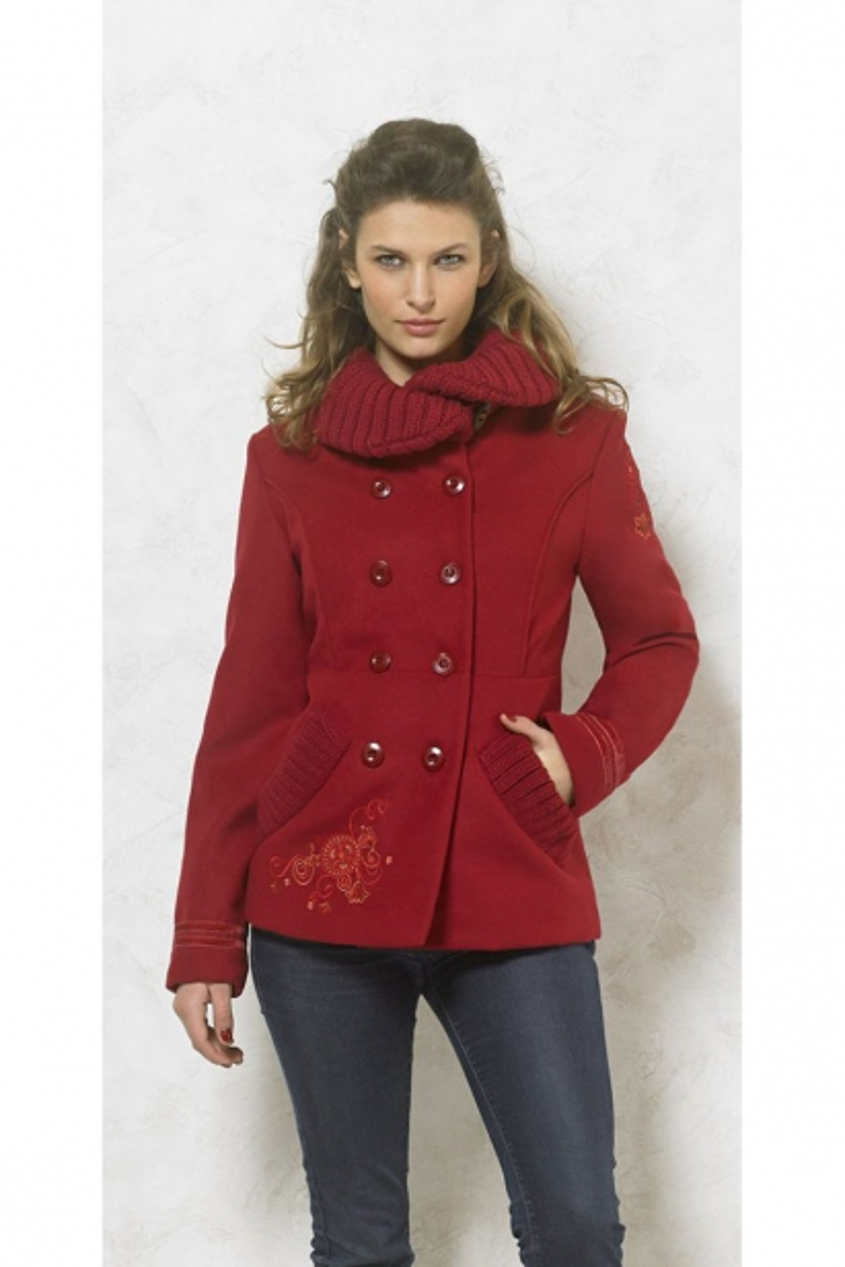 Manteau chic original, cintré avec broderies florales colorées
