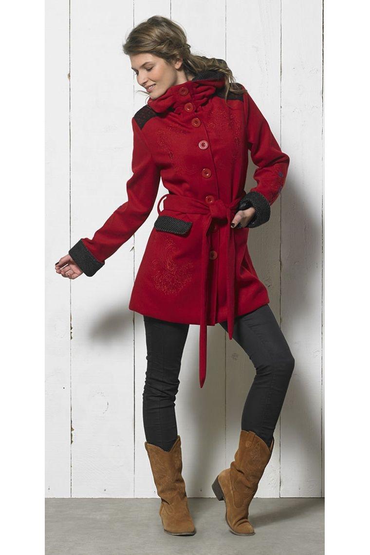 Manteau trois quart original, broderies colorées ton sur ton, capuche, col plissé