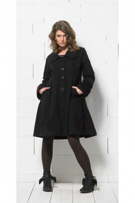 Coat chic with large buttons, flared under the bust, flower patches
