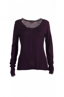 T-shirt wide neck, classical style, long sleeves and lace