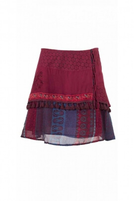 Jupe mi-longue, style baba cool, à lacets et pompons ambiance très romantique