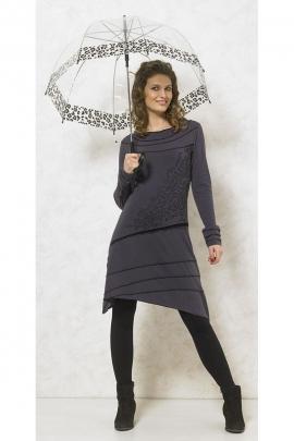 Belle robe mi-longue originale, surpiqures asymétriques et imprimé châtelain