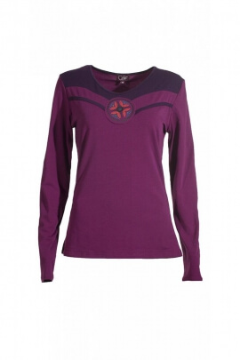 Tee-shirt fitted, V-neck, bust central colourful pattern and original