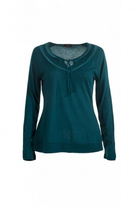 T-shirt kingdom very feminine with small laces to tie and lace