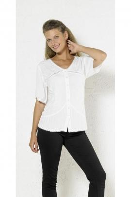 Blusa muy femenina con bordados, botones y encajes, elegante y romántico