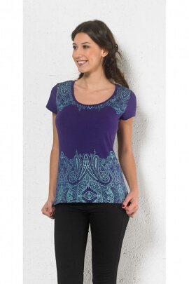 T-shirt is casual and colorful, short sleeves, back lace crossed