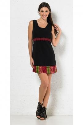 Mini-robe ethnique simple avec des motifs colorés, élégante et décontractée