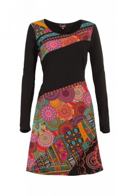 Robe stylée avec des pièces colorées en patchwork asymétrique