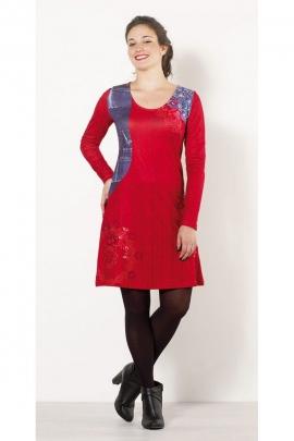 Robe indienne originale légèrement cintrée, col rond, manches longues et empiècement