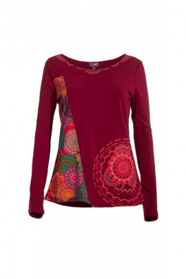 T-shirt with original prints that are rose-colored and long sleeves