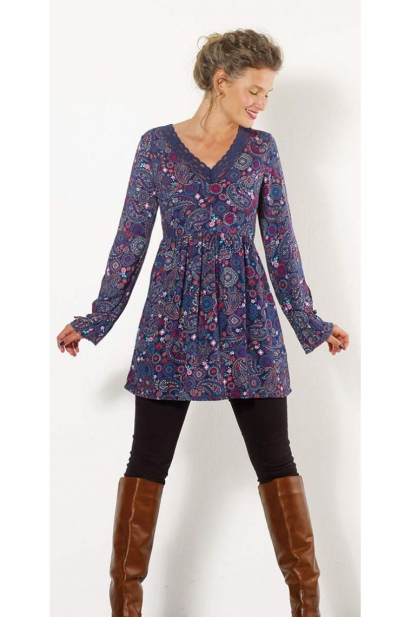 Navy blue tunic-style romantic, long sleeves and neckline in lace