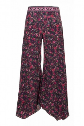 Pants sari draping is very stylish and original, bohemian-style, colorful pattern