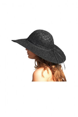 Large hat romantic