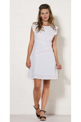 Short white dress in cotton, by assembly of patches, small sleeves lined