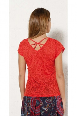 T-shirt casual with a small sleeves and crisscross back design, fabric devoured