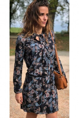 Dress floral for the winter, the long sleeves and neckline ascot