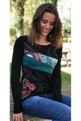 Tee-shirt original jersey made of cotton, colorful pattern and yoke asymmetrical