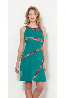 Plain basic cotton jersey dress is sublimated by a nice patch