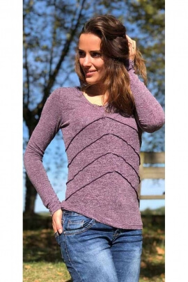 Fine knit T-shirt, exposed overlock seams